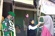 Tekan Penyebaran Virus, Petugas Cegat Pengunjung Pasar Wonosalam di Pintu Masuk