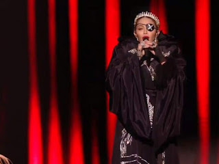 Madonna interpreta 'Like a prayer' en Eurovisión