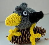 http://www.ravelry.com/patterns/library/amigurumi-bird-the-little-crow