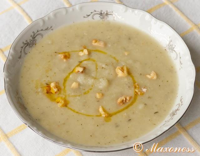 Суп из сельдерея и яблок с дробленными грецкими орехами от Гордона Рамзи