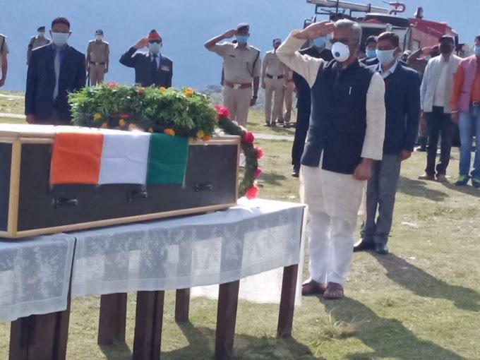 शहीद देवेन्द्र सिंह राणा को सीएम रावत ने दी अंतिम सलामी
