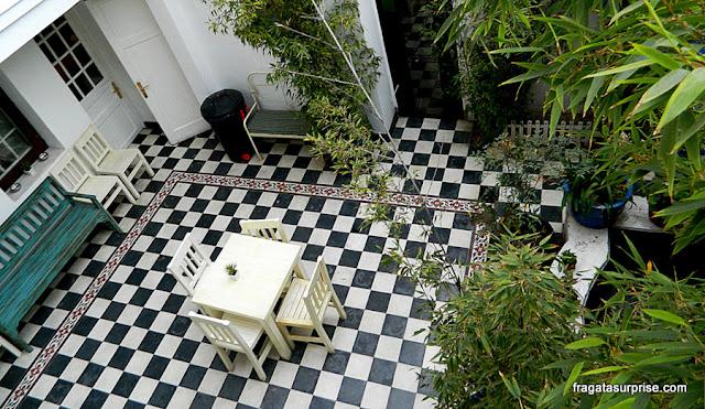Pátio interno do Mito Casa Hotel, em Providencia, Santiago do Chile