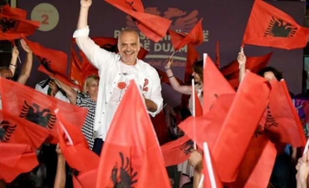 Με «προειδοποιητικές βολές» η αναζήτηση ισορροπιών με τον νικητή των αλβανικών εκλογών Έντι Ράμα
