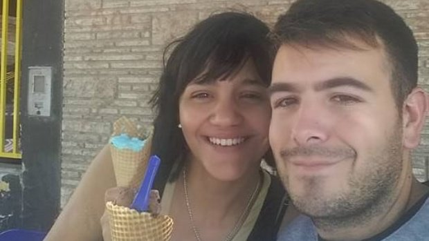 Denunció a su esposa por maltrato y la policía solo se burló de él… ella finalmente lo mató
