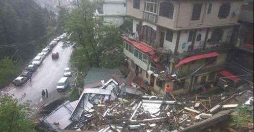 हिमाचल में भारी बारिश से 5 मंजिला मकान हुआ जमीदोंज