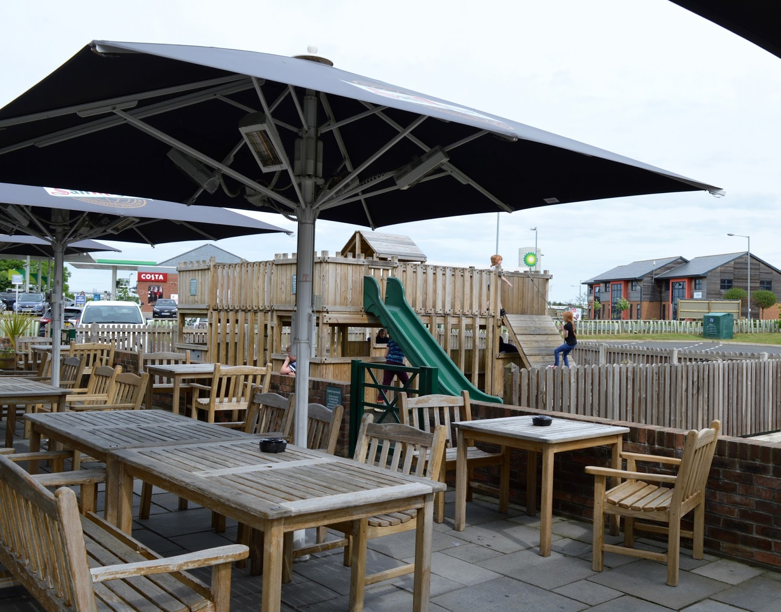 The Hog's Head Inn | A Child-friendly pub with a play area near Alnwick Garden and Castle, Northumberland  - outdoor play area