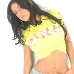 Andrea Rincon, Selena Spice Galeria 10 : Minifalda De Jean y Camiseta Amarilla Foto 20