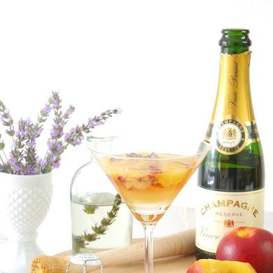 Recette | Champagne Cocktail à la Lavande et aux Pêches