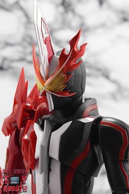 S.H. Figuarts Kamen Rider Saber Brave Dragon 01