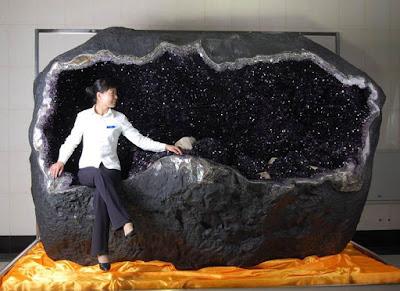 es la geoda mas grande del mundo que se haya extrido