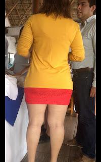 Guapa mujer hermosas piernas gruesas