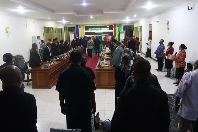Fraksi-Fraksi DPRD Setujui Raperda APBD tahun 2021 Kabupaten Waropen.lelemuku.com.jpg