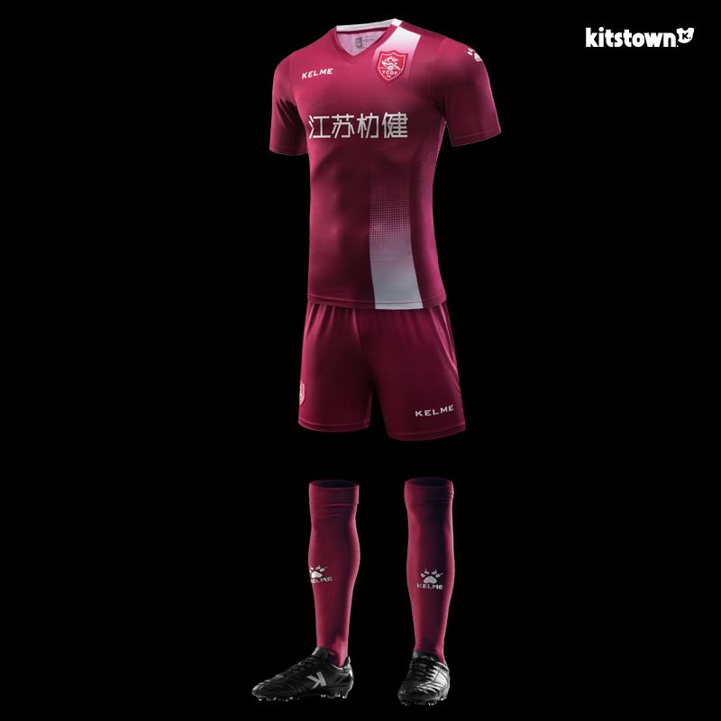 A fabricante de material esportivo Kelme apresentou os novos uniformes que  o Jiangsu Yancheng Football Club usará na Terceira Divisão do Campeonato  Chinês ... 575ed8fd1a7ab