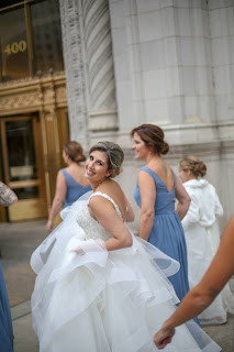 Wedding Pictures at the Wriggley Buidling Chicago