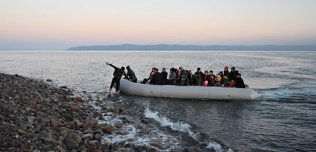 Το πιο σύντομο ανέκδοτο: «Διαφάνεια στο υπουργείο Μετανάστευσης»