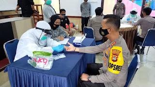 Polres Enrekang Laksanakan Rapid test dan Bagi-bagi Masker Kepada Seluruh Personel