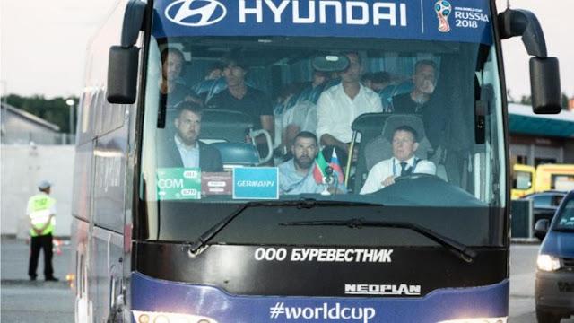 Những cầu thủ Đức lên xe di chuyển khỏi sân bay, không giao lưu với người hâm mộ - Win2888vn