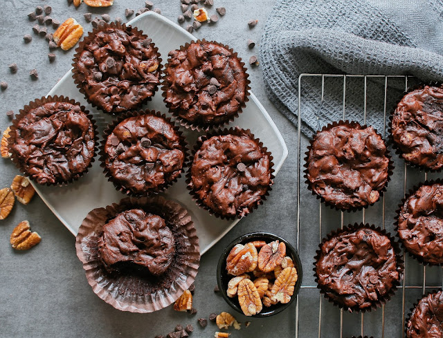 Chocolate cupcake brownies with pecan nuts