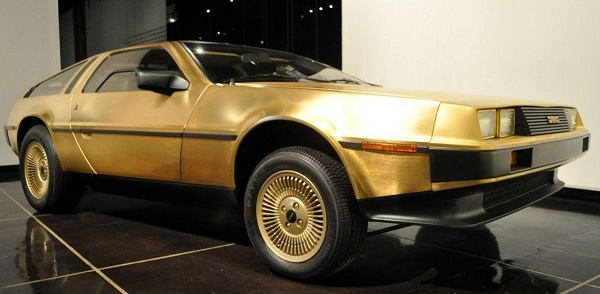 DeLorean DMC-12 de oro