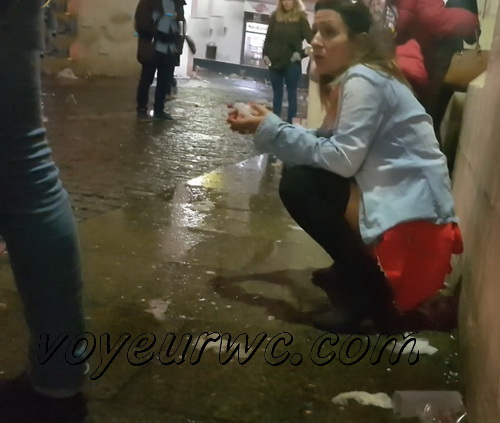 Girls Gotta Go 82_85 (Voyeur pee videos - Drunk spanish chicks peeing in public at festival)