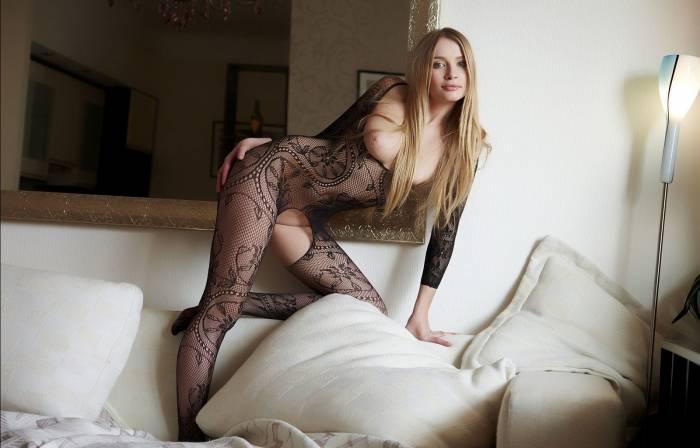 Красивая девушка в сексуальном белье