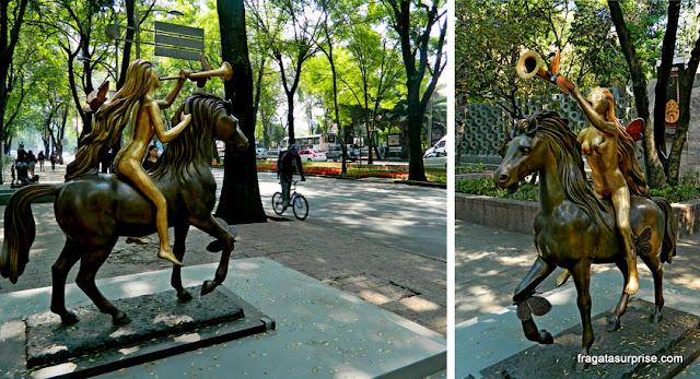 Lady Godiva, escultura de Salvador Dali exibida no Paseo de la Reforma, Cidade do México