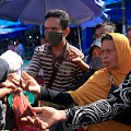 Lawan Pendemi, terobos perbedaan! Di Aceh Komunitas etnis tionghoa  Berbagi Masker dan Hand Sanitizer.