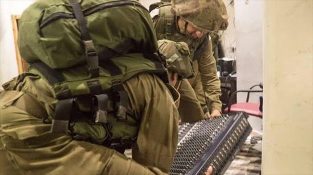 Israel cierra radio, confisca bienes y arresta a 5 palestinos