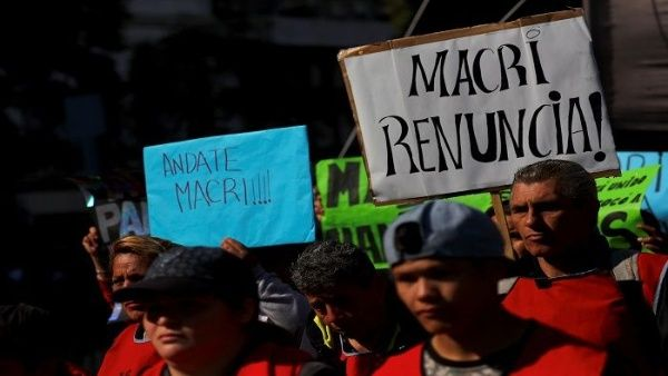 Argentina refuerza presupuesto en seguridad con recortes en salud y educación