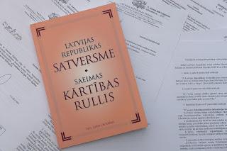 https://commons.wikimedia.org/wiki/File:Latvijas_Republikas_Satversme_un_Saeimas_k%C4%81rt%C4%ABbas_rullis_(6285426657).jpg