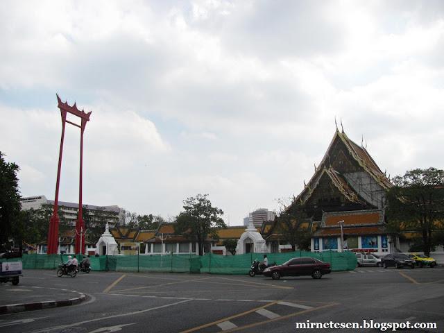 Старый Бангкок, Ват Сутхат и Гигантские качели