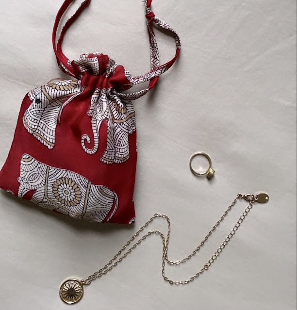 The Mayil 1663 Scarf comes with a matching travel pouch, perfect to store your scarf or special gems.