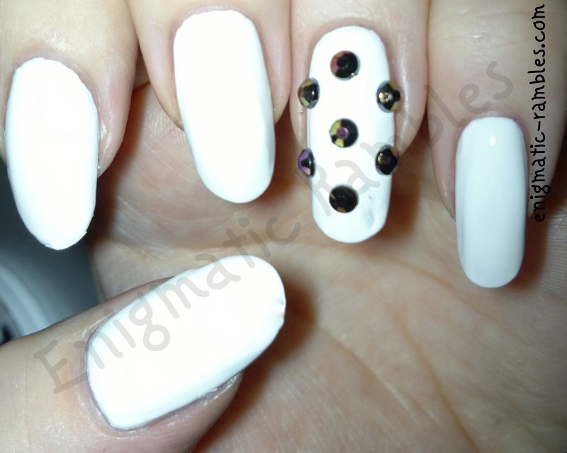 barry-m-matt-white-black-rhinestone-nails-dotticure