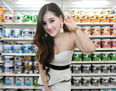 TOA Paint with PSE by paid female model in Buriram
