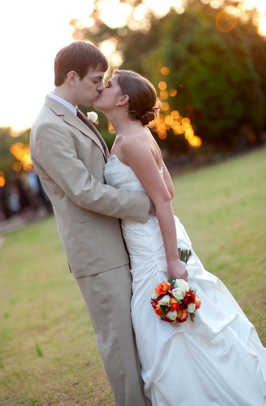 Fall+autumn+wedding+orange+red+halloween+pumpkin+hallows+eve+bride+groom+black+bridesmaids+dresses+orange+burnt+leaves+leaf+centerpieces+Alisha+Crossley+Photography+16 - The Bewitching Hour