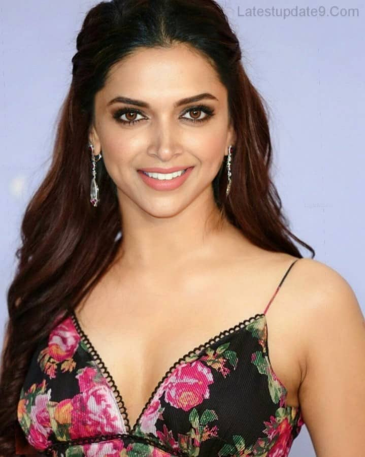 Deepika Padukone 4k Wallpaper for mobile, deepika padukone hot clevage