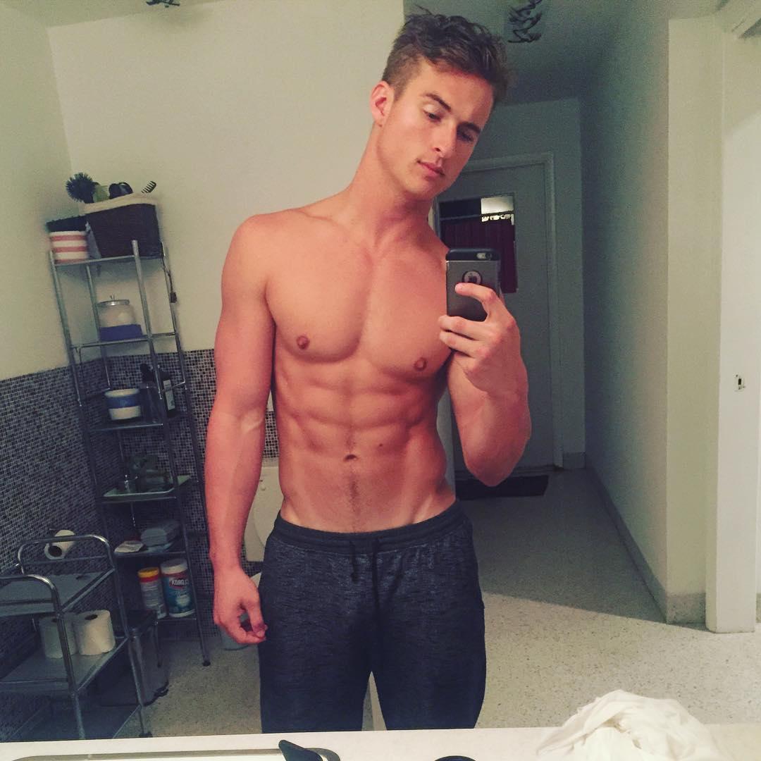 GageAlexanderSmith-sexy-selfie-mirror