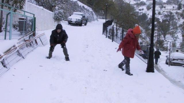 Έπεσαν τα πρώτα χιόνια στο ορεινά
