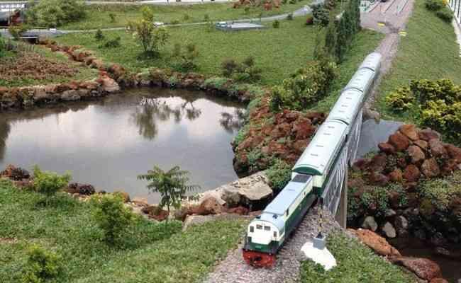 tempat yang asik taman miniatur kereta api lembang bandung