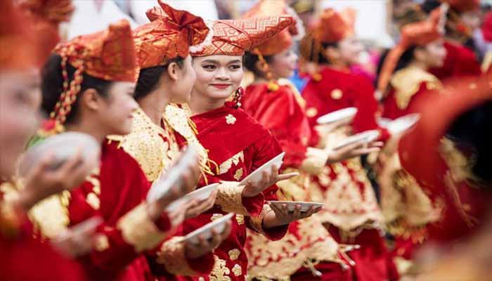 Inilah 5 Keunikan Tari Piring Sumatera Barat Dan Penjelasannya