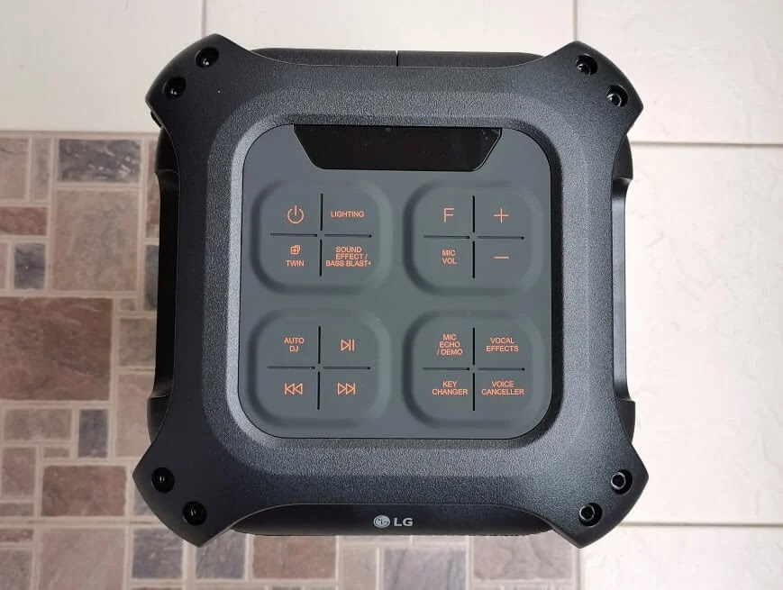 LG XBOOM RL4 Controls and Display
