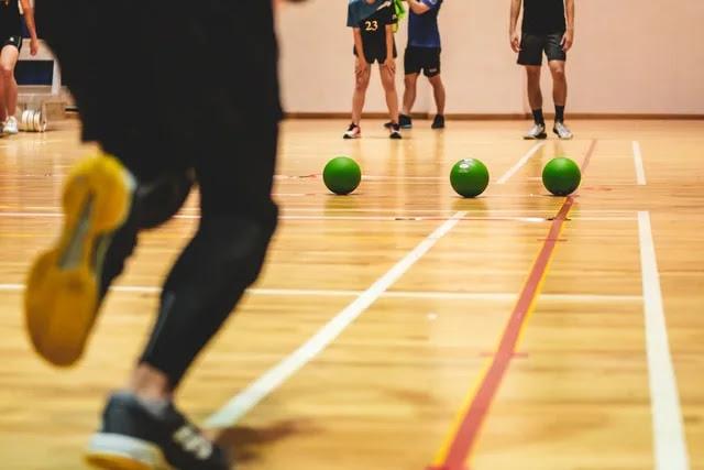 aprende ingles juego balon prisionero el matar dodgeball