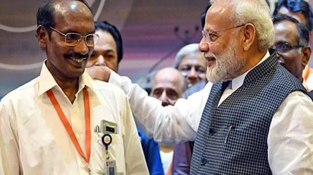 इसरो चीफ को गले लगाकर क्या बोले पीएम नरेंद्र मोदी, के सिवन ने बताया