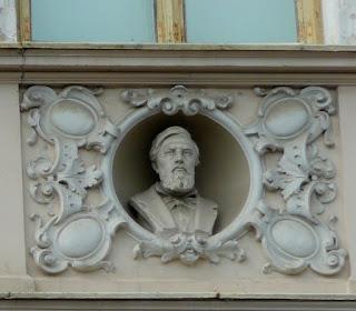 Стрий. Народний дім. Погруддя композитора, піаніста М. В. Лисенка