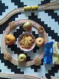 Makaron smażony z jabłkami