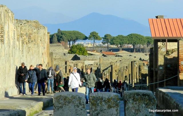 Uma rua do Sítio Arqueológico de Pompeia