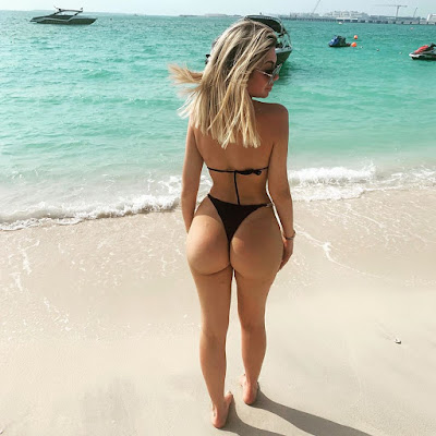 Chloe butts on display