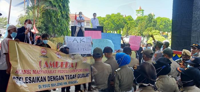 Hasil Audit Inspektorat Meragukan, Aliansi Massa Gruduk Kantor Pemkab Lampura