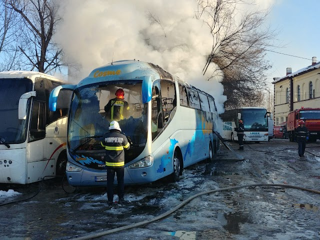 Autocar în flăcări la autogara Filaret