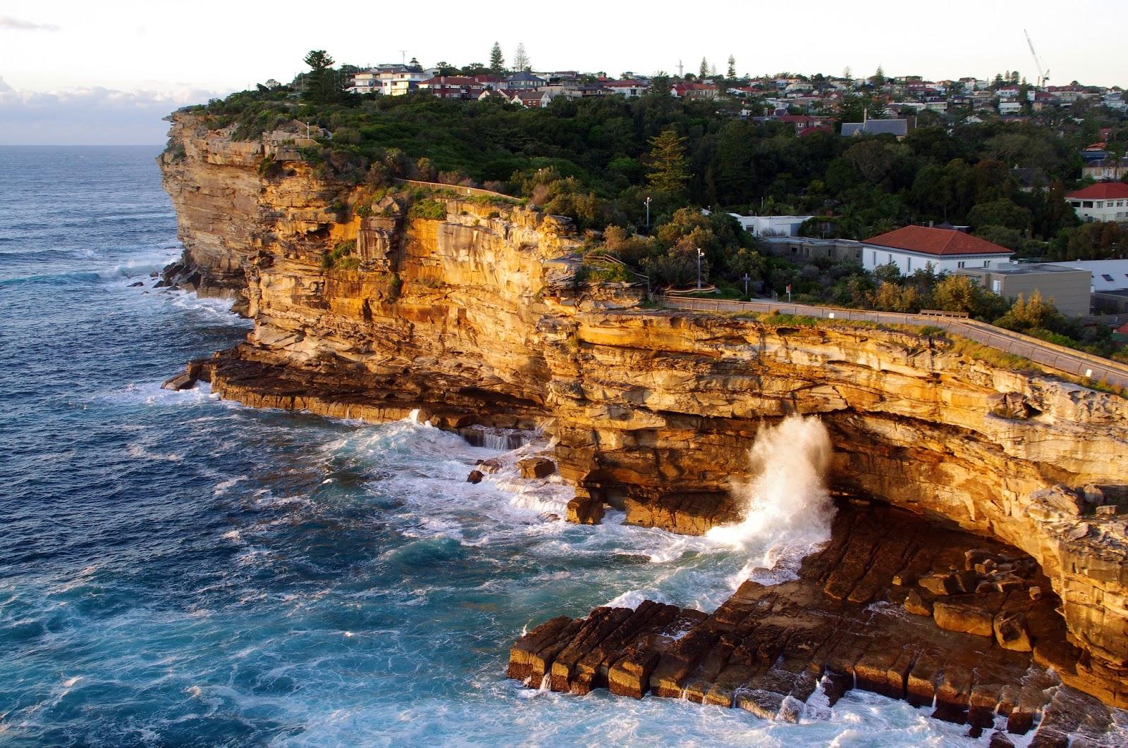 a wave smashing the gap in Sydney